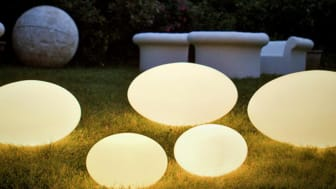 Eggy Pop Utomhus. Armaturen i polyeten för de nya ljuskällorna.