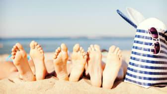 Füße machen keine Ferien. Deshalb: Im Urlaub auch bei ihnen an Pflege, Hygiene und Sonnenschutz denken. Bild: Syda Productions | fotolia