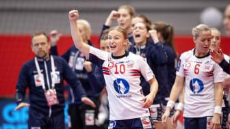 Blir det mer grunn til jubel for Stine Bredal Oftedal og de norske håndballjentene? FOTO: Ritzau Scanpix