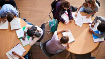 Positivt med lättnader för gymnasiet men nu måste de som tar studenten prioriteras