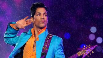 Prince var en eminent guitarist og producer og skrev sange, som 'When Doves Cry', 'Kiss' og 'The Most Beautiful Girl'. Han er næste navn i 'Rockgiganter og mikrobryg' på RAGNAROCK. Foto: PR Foto