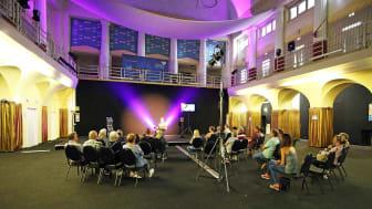 Die Teilnehmer lauschen den Anekdoten Thorsten Wolfs im Stadtbad Leipzig - Foto: Andreas Schmidt