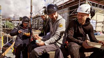 Tillit och gemenskap på jobbet minskar risken för arbetsskador – Ny undersökning visar även på mindre stress bland hantverkare än i andra yrken