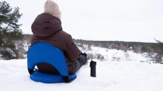 Du kan tilpasse vinkelen på ryggstøtten og kan rolig lene deg tilbake.