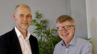 Thomas Sundén (fr v) väljs till ny ordförande för Energieffektiviseringsföretagen. Här tillsammans med tidigare ordförande Hans Nilsson. Foto: Annika Marmbrandt