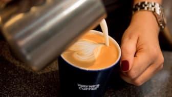 Endast ekologiskt och KRAV-märkt kaffe serveras på Waynes Coffee