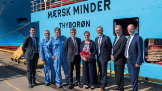 Maersk Minder vart døypt av gudmor Anni Bak i dag. Her med Chief Technical Officer i Maersk Supply Service Peter Kragh Jacobsen og konserndirektør i Kleven Karsten Sævik ved si side.
