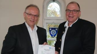 Hans Fent, 1. Bürgermeister der Gemeinde Aßling (links), freut sich sehr auf eine konstruktive Breitbandausbau-Zusammenarbeit mit Peter Reisinger, Regionalleiter von Deutsche Glasfaser in Bayern. (Foto: Deutsche Glasfaser)