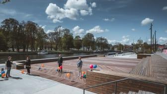 Under invigningen medverkade Pernilla Logren, projektledare för Norrtälje Hamn, Bino Drummond (M) och Ulrika Falk (S). Presschef Lars Lindberger ledde den digitala invigningen som livesändes på Norrtälje kommuns Facebooksida. Foto: Hans Logren