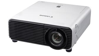 Canon lanserar en ny kompakt serie XEED projektorer