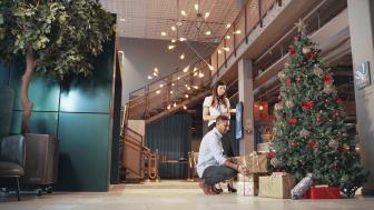 Sprid julglädje tillsammans med oss - Ensam julgran söker klappar!