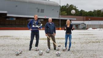 Roger Ahlén (S), ordförande kultur- och fritidsnämnden, Jonas Sundström (S), kommunstyrelsens ordförande och Frida Nilsson (C) vice ordförande för kommunstyrelsen ser fram emot fortsättningen med att bygga vidare på utvecklingen av idrottsstaden.