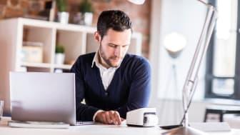 Brother VC-500W er liten og nett og kan plasseres overalt – f.eks. på skrivebordet ved siden av pc-en, hvor man designer sine etiketter.
