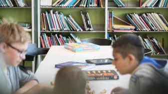 Kulturgruppa i FAU ved Sinsen skole får støtte til sitt initiativ til bruk av skolebiblioteket som møteplass utenom skoletiden, i samarbeid med Sinsen skole, FAU i Sinsen barnehage og Sinsen Kulturhus. (Foto: Elever ved Sinsen skole)
