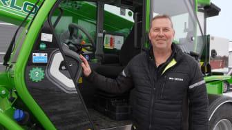 Michael Gilbertsson tillsammans med företagets nya Merlo P50.18 Plus.