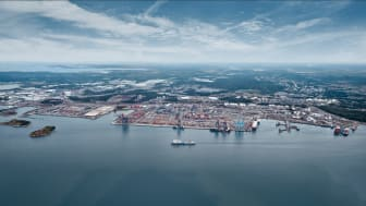 En miljon lastbilar och 6000 fartyg trafikerar Göteborgs hamn varje år. Nu ska den fossilfria omställningen i hamnen accelereras. Bild: Göteborgs Hamn AB.