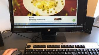 """Funktionen """"boka online"""" är en nödvändig och smidig uppdatering som behövs i dagens digitaliserade samhälle, där människor gör nästintill allt online, säger Therese Forsmark, Digital kommunikatör och Tf Hållbarhetsansvarig på Hotell Kristina."""