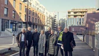 Styret i Höegh Eiendom på befaring på HasleLinje, fra venstre: Peter Groth, Arne Vannebo, Morten W. Høegh, Lise Duetoft, Eirik Thrygg (adm. dir), Isabella Alveberg, Leif O. Høegh og Paul Eirik Lødøen.