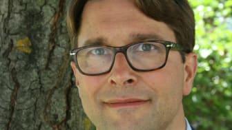 Daniel Molin är onkolog vid Akademiska sjukhuset i Uppsala. I sin forskning ska han undersöka hur behandling med protonstrålning fungerar vid Hodgkins lymfom, en form av lymfkörtelcancer.