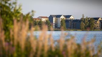 Kv Arken, precis vid Trummens strand, är ett av Växjöbostäders träbyggnadsprojekt.