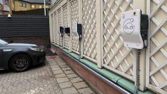 Först ut är kontoret i Luleå som i förra veckan fick färdigställt installationen av sex laddstationer och samtidigt pågår projekteringen för Umeåkontoret. Målet är att med tiden tillhandahålla laddning på alla nio verksamhetsorter.