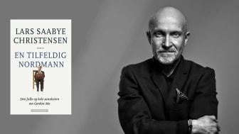 Saabye syder, skriver Dagsavisens anmelder. Dagbladet mener han er morsommere enn noen gang, mens VG synes han har skrevet en bok full av språklig energi, fiffige formuleringer og passe skeive individer.