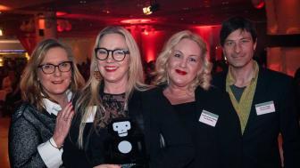 Ewa Woldenius (tf. marknadschef), Sara Törn (tf. produktionschef), Louise Larsson Skoog (producent) och Henrik Lillsjö (tf. VD) fanns på plats för att ta emot priset under Sweden Live.