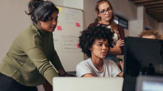 Ny rapport: Det är inte kvinnors företagande som behöver ändras, det är systemet