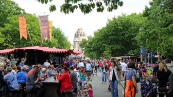 Leipziger Bierbörse vor dem Völkerschlachtdenkmal (Straße des 18. Oktober)