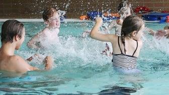 Inställd simundervisning och stängda bad riskerar försämra simkunnigheten