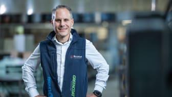 """Siden begyndelsen af 2017 har Lindab og RB Brückel haft et stærkt partnerskab. CEO Marcus Weiss er tilhænger af tagrender og profiler lavet af stål: """"Jeg er fascineret af selve materialets robusthed og lethed på samme tid."""" Foto: Stephan Sieber."""