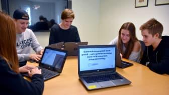 Elever som deltar i programmeringsprojektet.