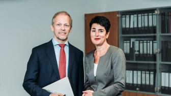Prof. Dr. Jörg Overmann und Bettina Fischer von der DSMZ in Braunschweig