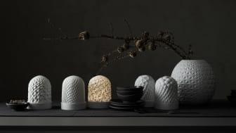 Von der Vase zum Tischlicht: die Entwürfe des Designers Cairn Young wurden neben Tischlichtern auch in Hängeleuchten und Duftlichter übersetzt.