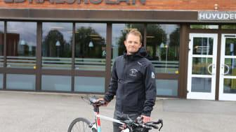 Ola Wannberg verksamhetsansvarig RIG-cykel på Katedralskolan.