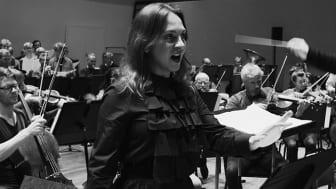 """Sopran Amelia Jakobsson sjunger arian """"Smaka min pennas stål"""" från kortoperan Makten och härligheten."""