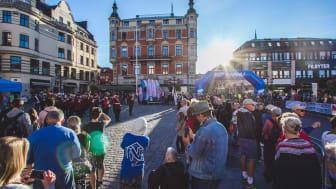 I augusti blir det ingen stadsfest i dess klassiska form i Linköping. Bilden är från invigningen av Linköpings stadsfest 2018. Foto: Visit Linköping & Co