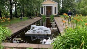 Sagolika Sunnes guideapp har flera nyheter i år. En slinga ger vägledning om skulpturerna i Rottneros park.
