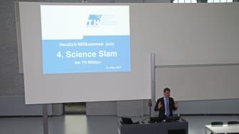 Vizepräsident Prof. Dr. Ralf Vandenhouten eröffnete mit dem 4. Science Slam die diesjährige Wildauer Wissenschaftswoche.