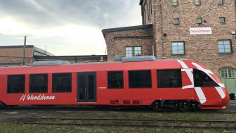 Inlandsbanans första nya motorvagn har anlänt.