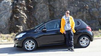 Artisten Petter kör Sveriges första Peugeot 208!