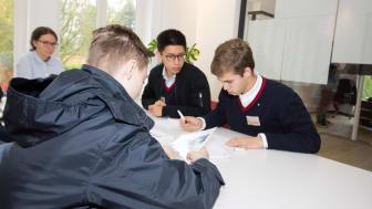 Schüler aus Louisenlund zu Besuch bei FLS
