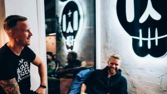 Kristofer Forss, administrativ chef och Niclas Öberg, HR-ansvarig på Bastard Burgers. Foto: Kim Markström
