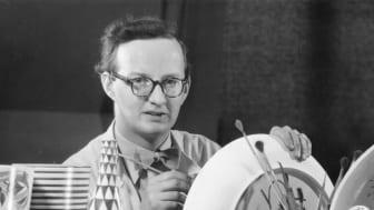 Stig Lindberg målar fajanser