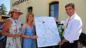 Kathrin Lehne, Sandra Brandt und Henry Graichen stellen die geplanten Aktivitäten für die weitere Entwicklung des Mulderadwegs vor