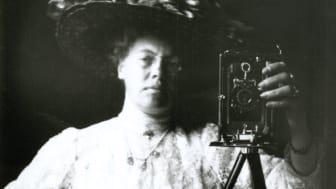 Självporträtt av okänd fotograf, ca: 1910.