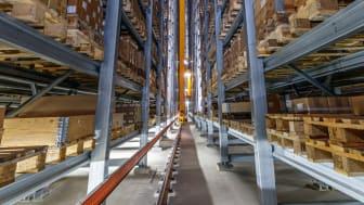 Tyska husbilsproducenten Erwin Hymer Group expanderar lagerkapaciteten genom Jungheinrich
