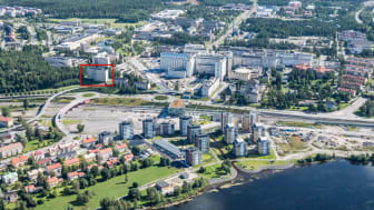 Vid cykelbron Svingen planeras 157 lägenheter_Flygfoto WHITE.jpg