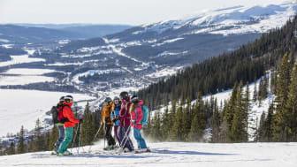 Kompisgäng i skidbacken - Skiing with friends in Åre