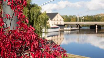 Höstkryssning på Stångån/Kinda kanal är en av de sju weekendupplevelser i Linköping som lyfts fram av de andra städerna i kampanjen 24 timmar hos grannen. Foto: Visit Linköping